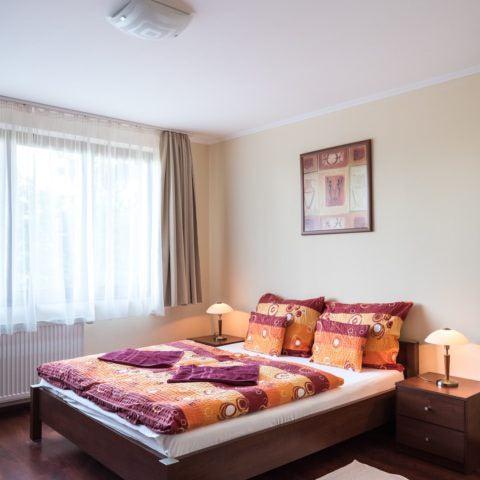 vorosfenyo_apartman_salgobanya_49
